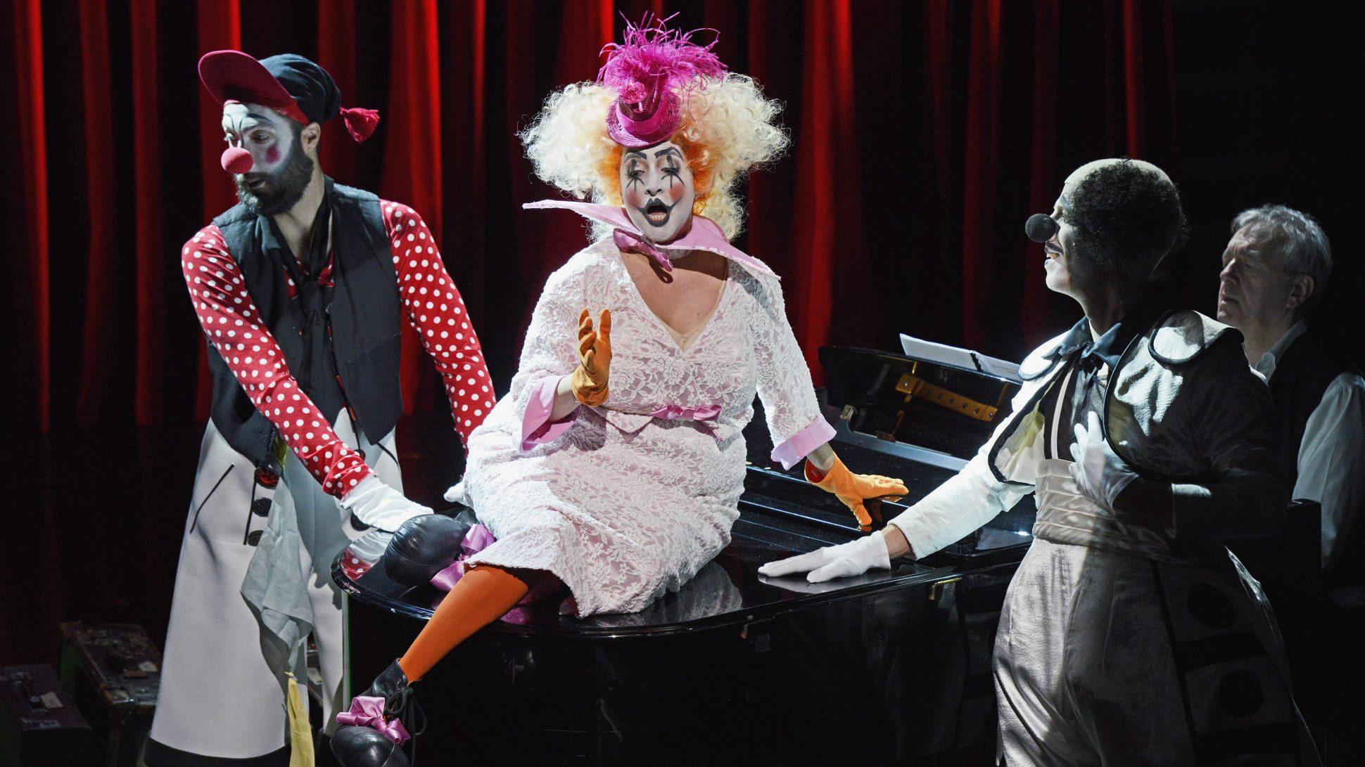 luzerner_theater_viel_klaumauk_und_eine_hommage_an_das_ensemble1x